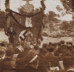 Reunión de nazis en Portals Nous, Mallorca el 1º de mayo de 1938. Archivo de Catalina Desde. Publicada por Antonio Limongi (Última Hora, 22 de noviembre de 2009)